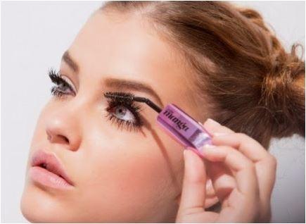 Como consertar a maquiagem borrada