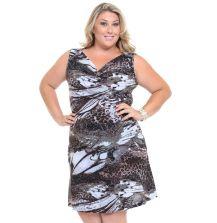 Modelo de vestido plus size estampado