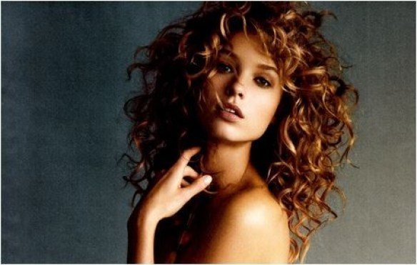 Dicas de como cuidar de cabelos cacheados