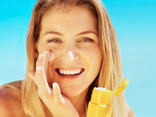 Dicas para escolher o protetor solar ideal para o rosto