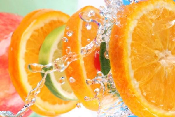 Laranja com Vitamina C ajuda a cuidar da pele e conseguir um bronzeado dos sonhos