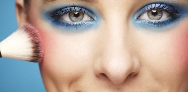 Veja como fazer uma Maquiagem de carnaval
