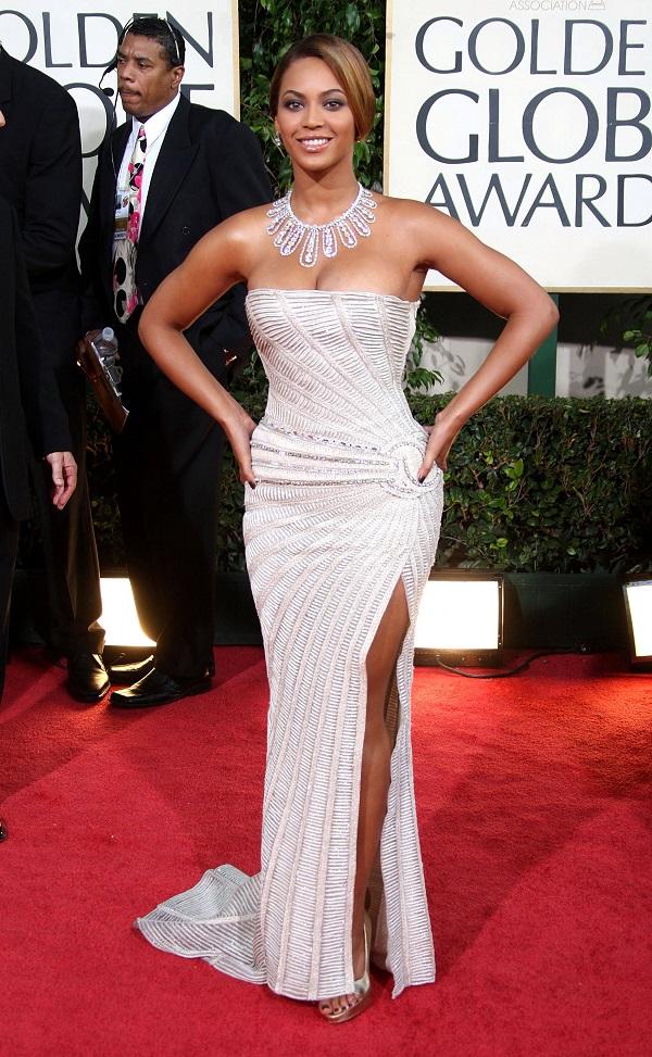 Beyoncé mostra como combinar o esmalte com o vestido de festa
