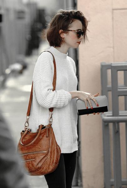 Looks para ir a escola usando Calça legging + suéter de tricô + bolsa de couro