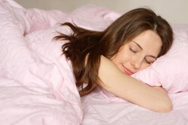 dormir bem ajuda no rejuvenescimento