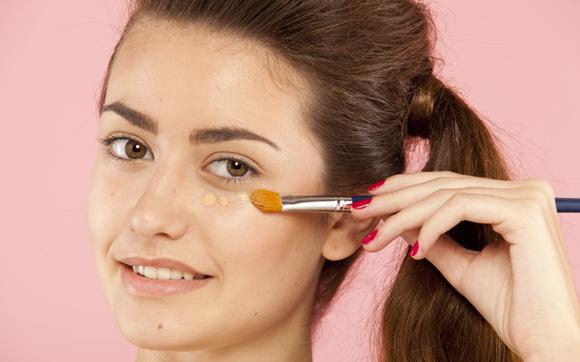 reduzir as olheiras com corretivo