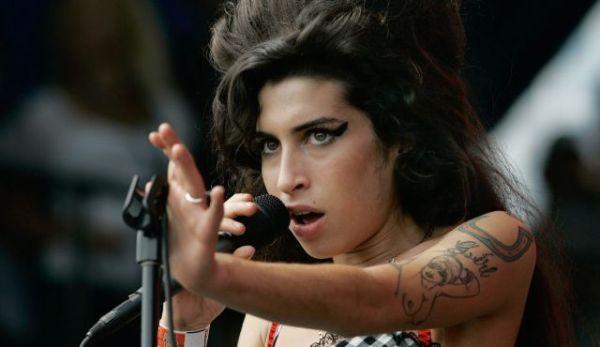 delineado usado por Amy Winehouse
