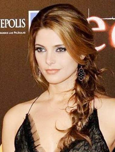 trança lateral é um dos penteados fáceis para quem tem cabelos longos