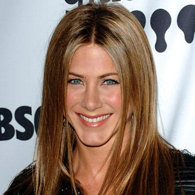 Jennifer Aniston usa penteados lisos