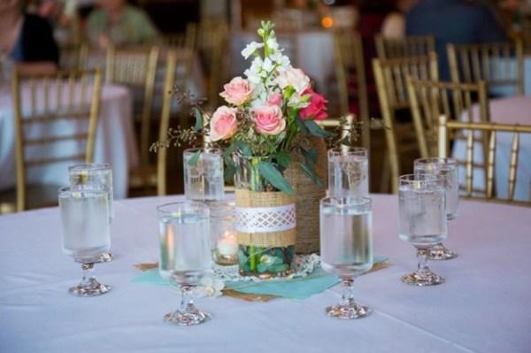 arranjo de flores na decoração de casamento