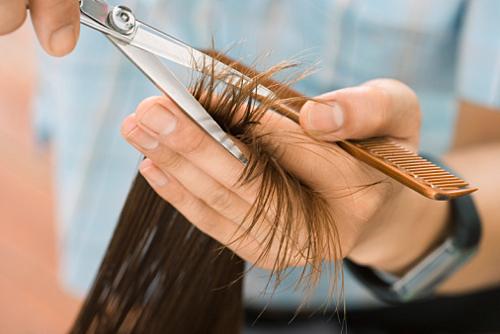 Aparando as pontas do cabelo