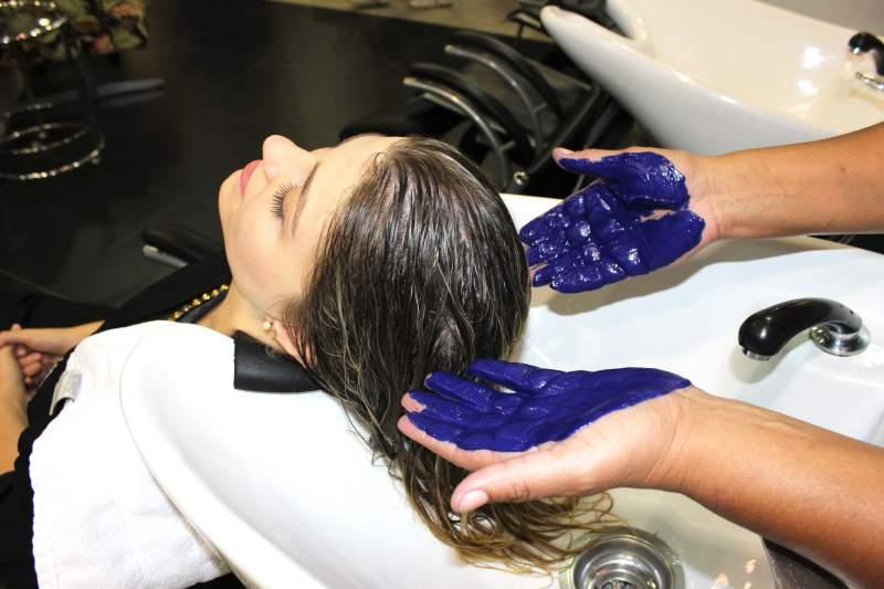 Xampu azul para cabelo loiro alaranjado