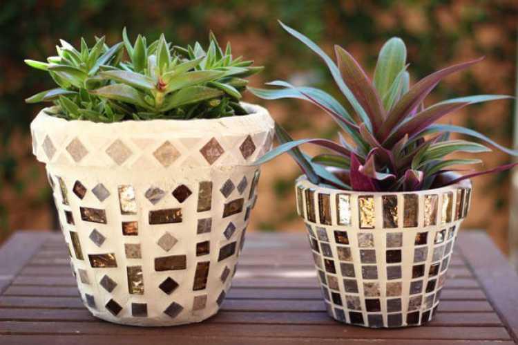 Decore os vasos de argila com ladrilhos e faça lindos mosaicos