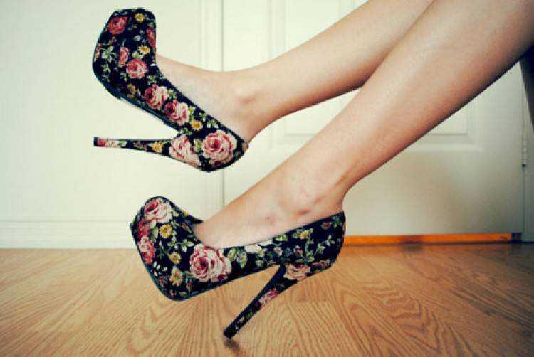 sapatos com estampas florais