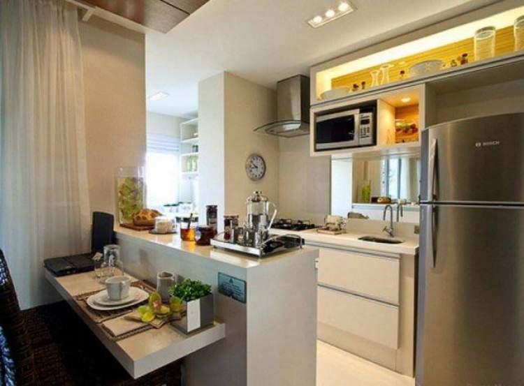 foto de cozinha americana pequena com móveis planejados