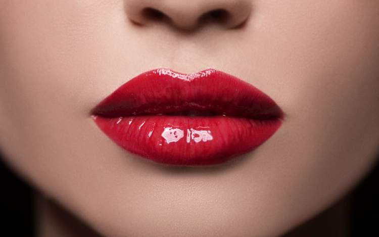 Resultado de imagem para bocas grandes com maquiagem