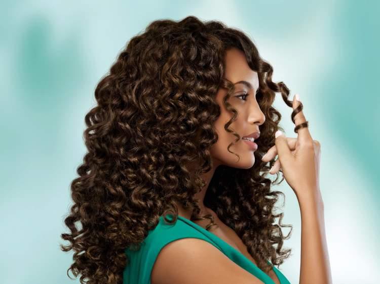 5 produtos para cuidar do cabelo cacheado que você tem na cozinha