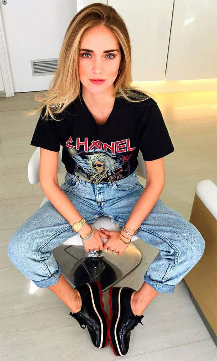 Camisa de banda com calça jeans cintura alta
