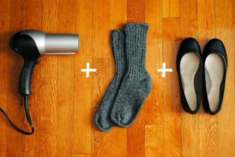 como amaciar sapatos apertados com secador e meias grossas
