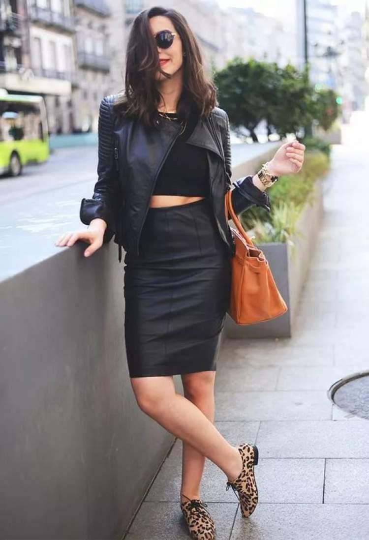 veja como criar um belíssimo look de inverno com a saia de couro