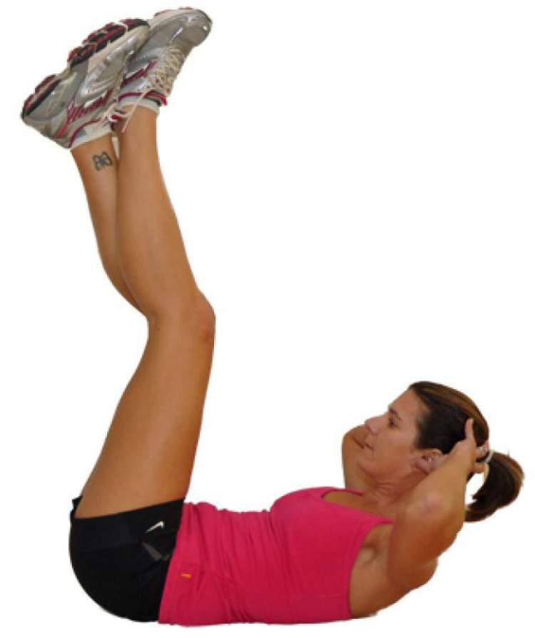 Abdominal com pernas elevadas fazem parte do treino da cantora Anitta
