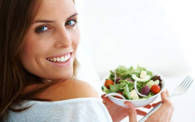 Dicas de alimentação para o cabelo crescer mais rápido e encorpado