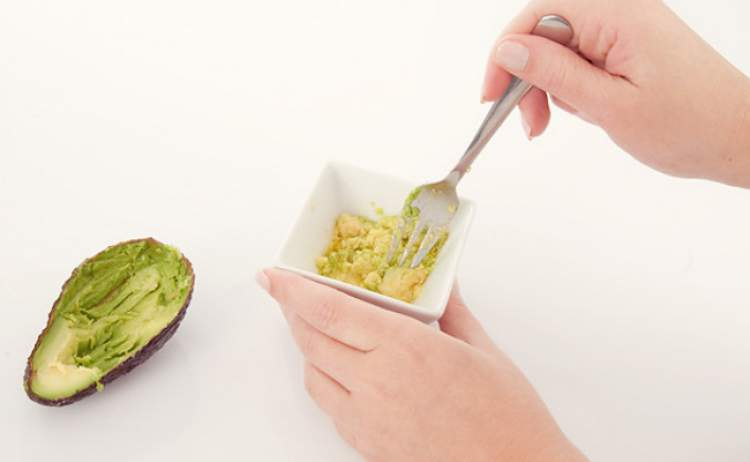 Receita natural e caseira de abacate para obter cabelos mais fortes e macios