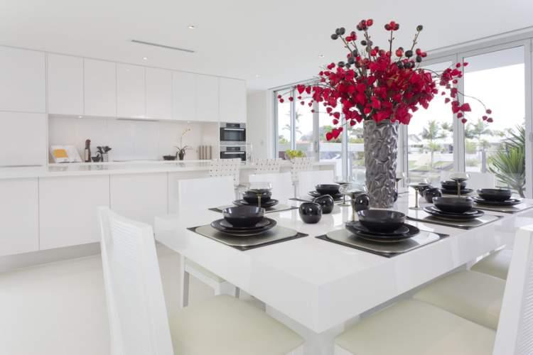 Como usar arranjos para decorar uma casa com flores