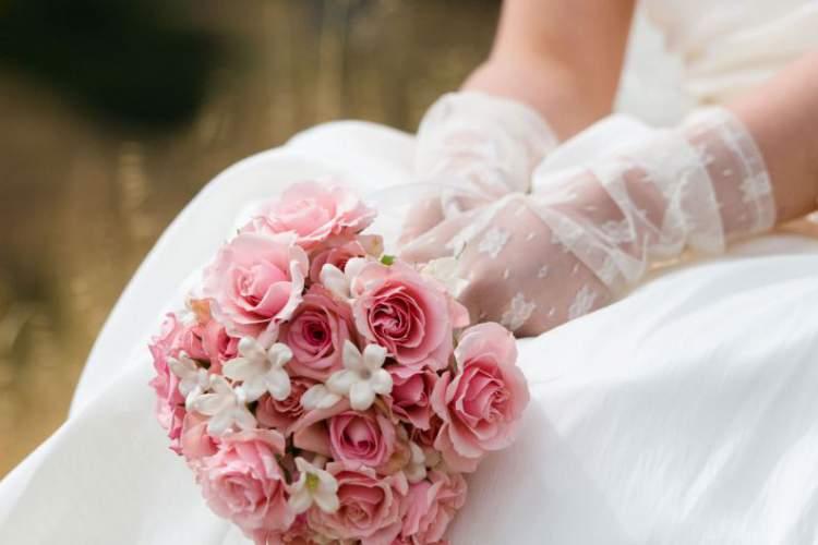 Rosa é uma das flores para buquês e arranjos - Conheça seu significado