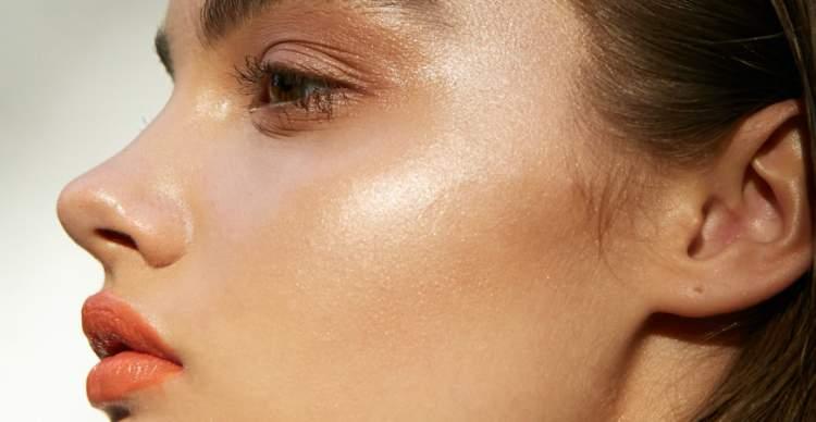 Tons terrosos são tendências de maquiagem para a primavera verão 2017/2018