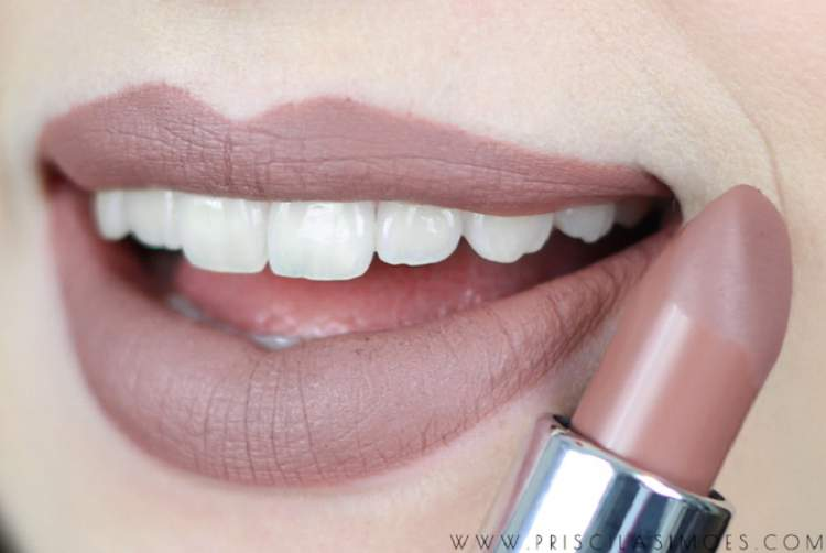 Batom nude deixa os dentes mais claros e o sorriso mais poderoso
