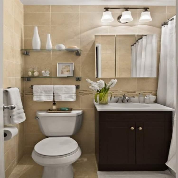 Saiba como deixar um banheiro pequeno mais espaçoso