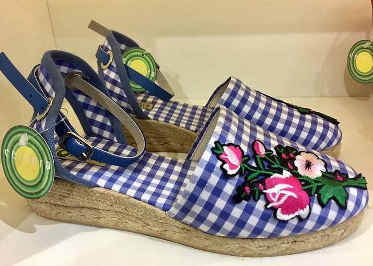 Estampa Vichy é uma das tendências em calçados para o verão 2018