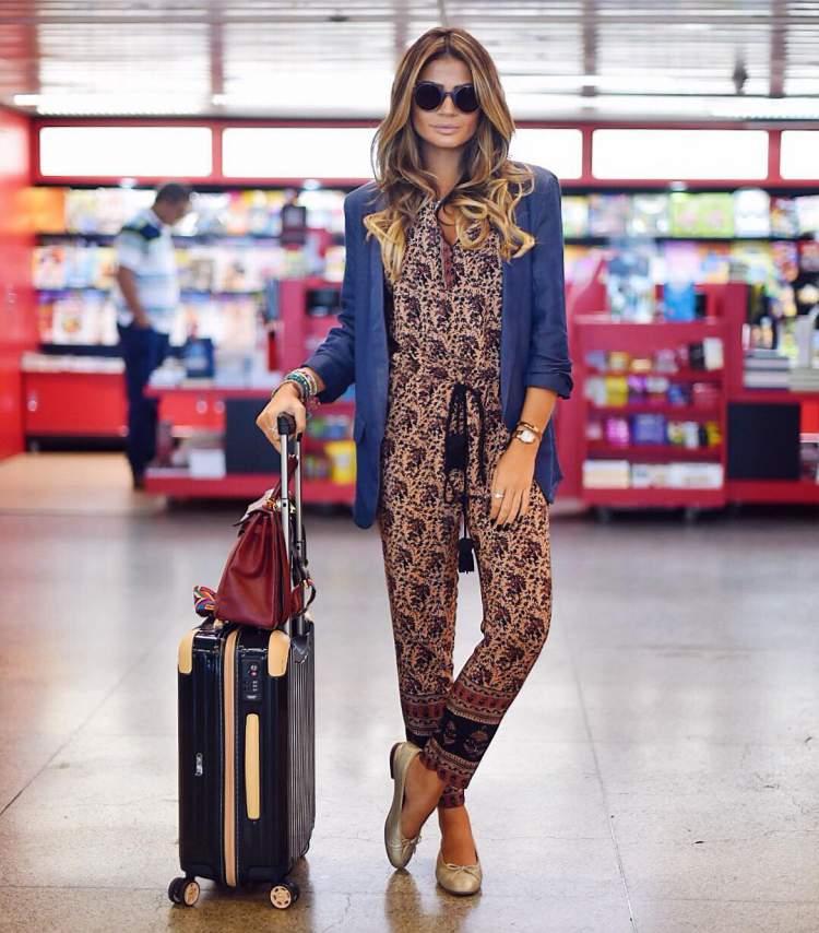 Look com macacão para viajar de avião