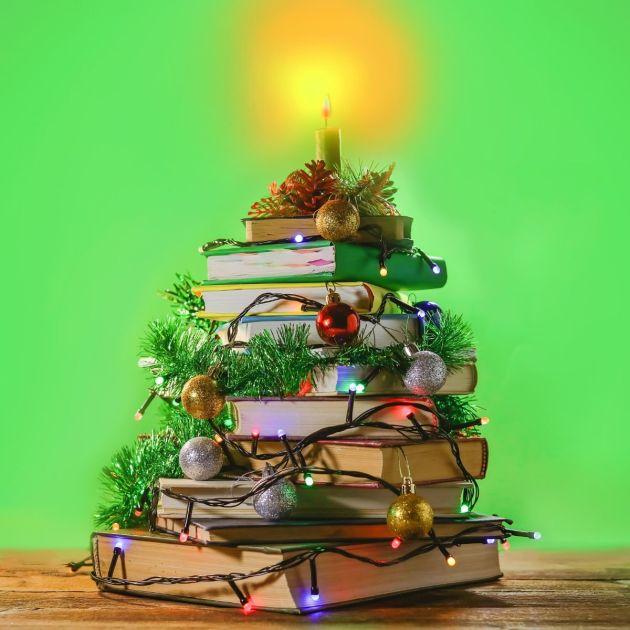 Decoração de Natal criativa usando livros