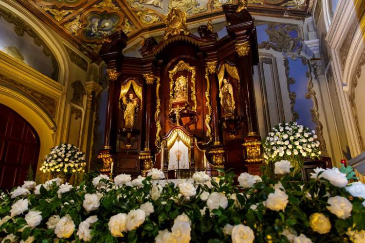 Flores para decorar o casamento na igreja