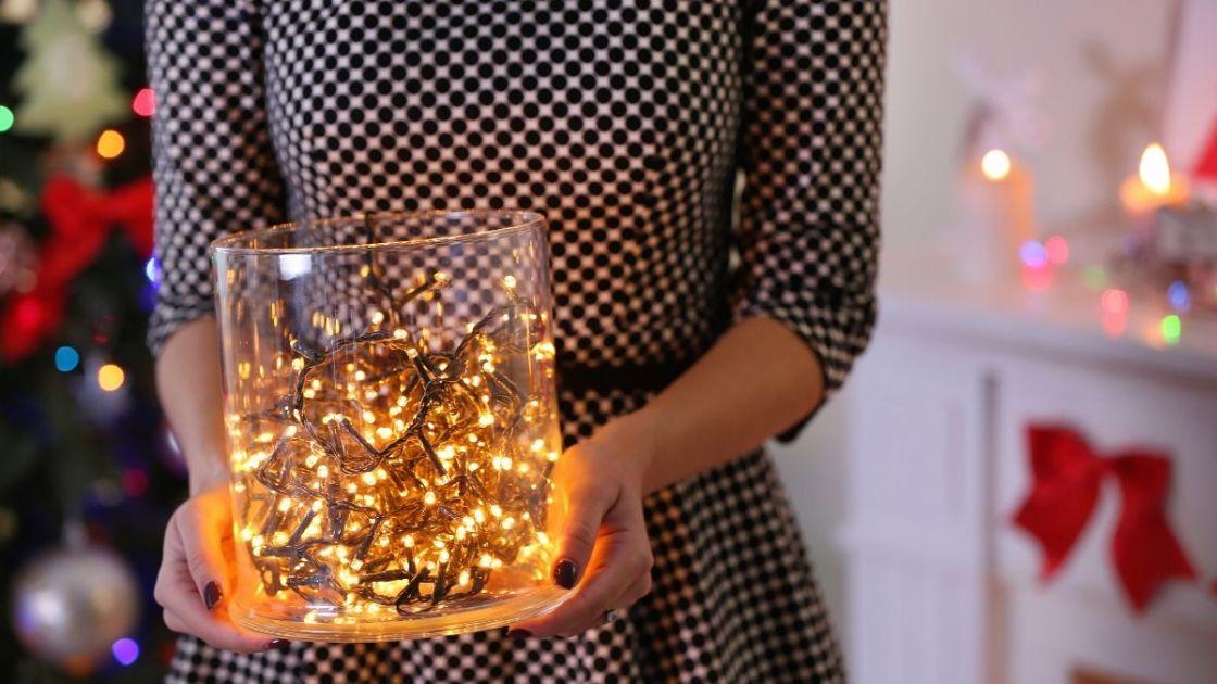 decoração com luzes na jarra