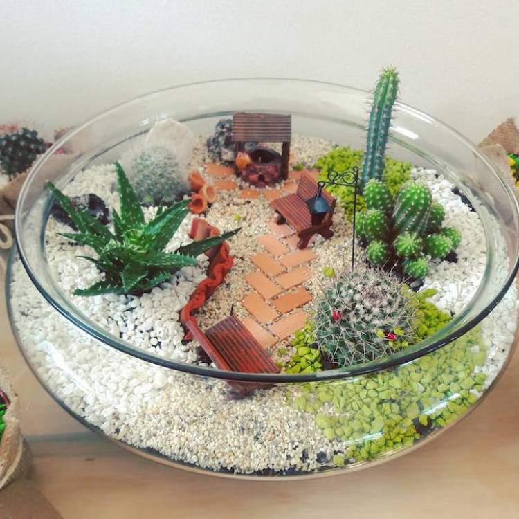 Terrário decorado com miniaturas