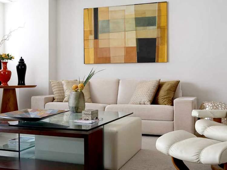 Almofadas e quadros ajudam a melhorar a decoração da casa