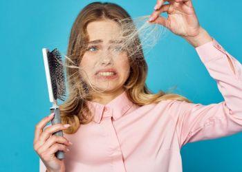 Causas e tratamentos para queda de cabelo feminino
