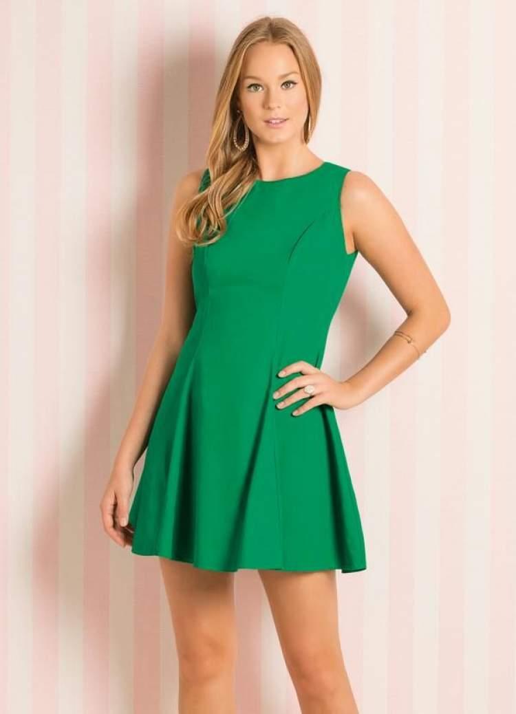 Saiba como escolher o vestido ideal para o corpo tipo triângulo invertido