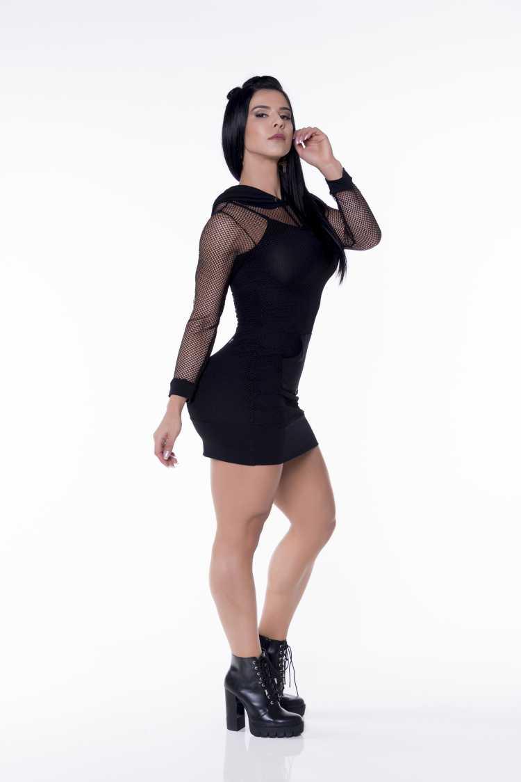 Look de Eva Andressa: Vestido black com transparência