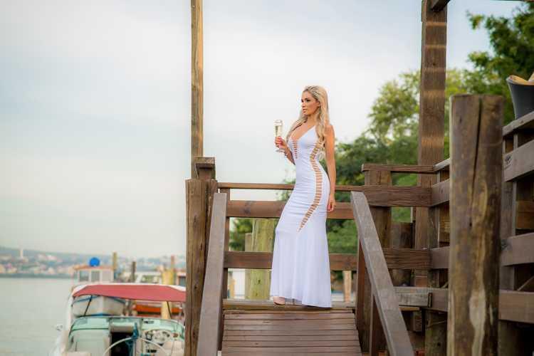 Vestido branco para usar em evento diurno