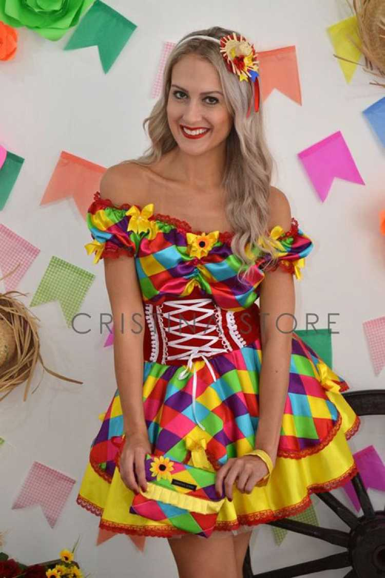 Vestido caipira super colorido para festa junina