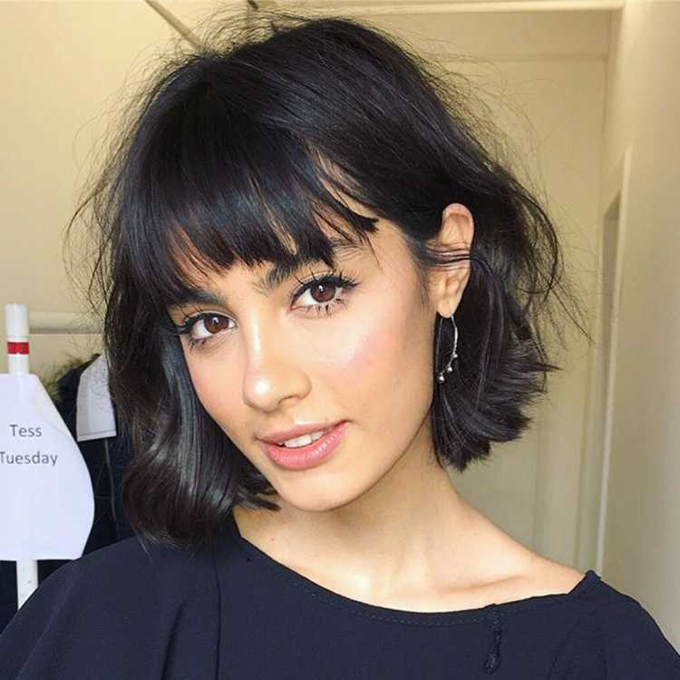 cabelo preto com franja