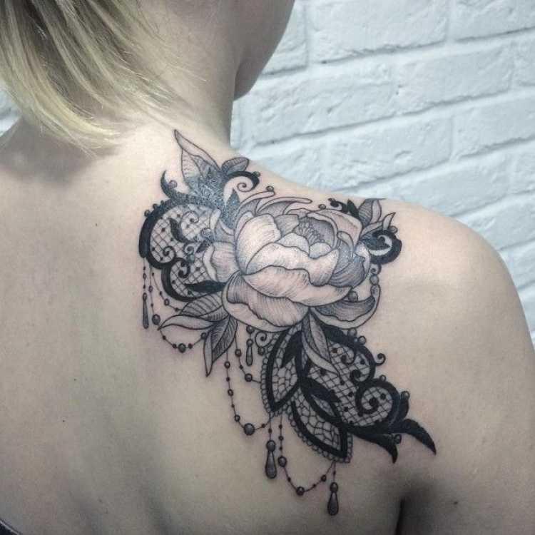 Ideia de tatuagem feminina e ousada