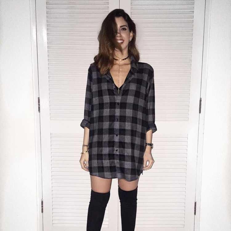 Look com camisa xadrez como vestido