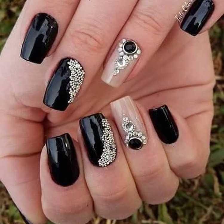 Imagem de unhas decoradas