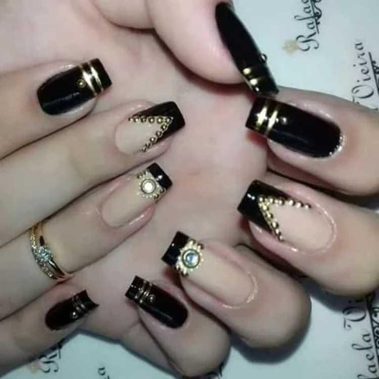 Nail Art com muito luxo