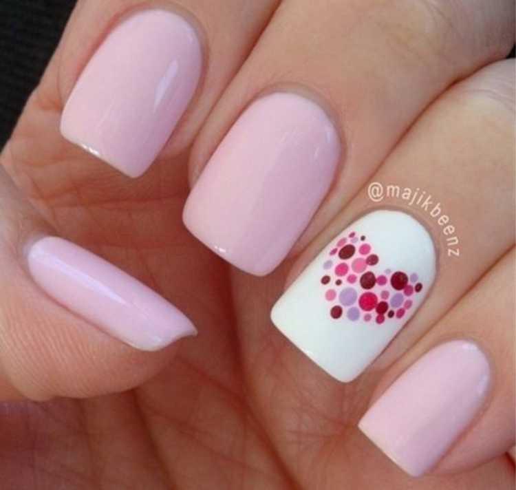 Nail art romântica e delicada